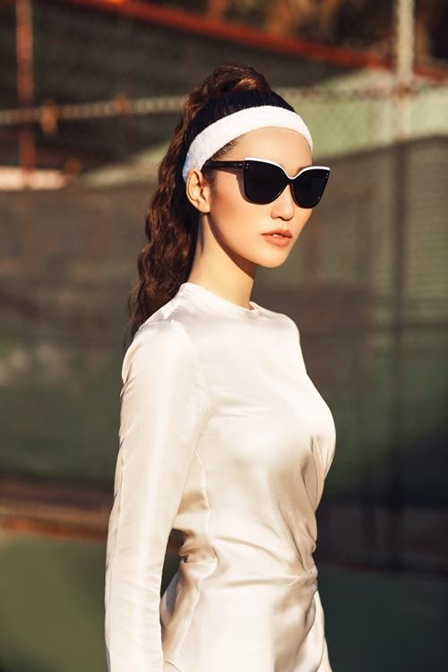 khanh-my-choi-troi-di-giay-cao-got-danh-tennis-8