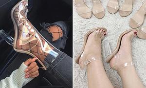 Mốt giày trong veo dễ ố vàng, 'bốc mùi' vẫn được các cô gái thích mê