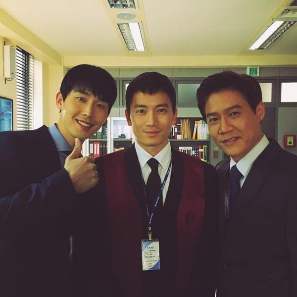 sao-han-20-3-vo-chong-kim-tae-hee-lang-man-hyun-ah-doi-style-trong-sang-5