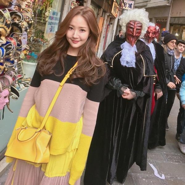 sao-han-20-3-vo-chong-kim-tae-hee-lang-man-hyun-ah-doi-style-trong-sang-7