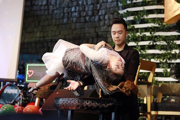trang-moon-boi-roi-khi-phai-hon-ban-than-hot-boy-1