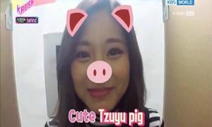 Tzuyu trổ tài bắt chước động vật khiến fan không nhịn được cười