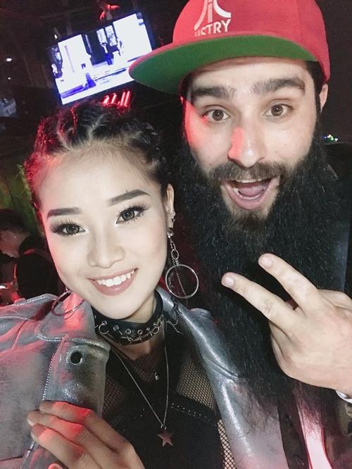 hoang-yen-chibi-lot-xac-ca-tinh-selfie-cung-sieu-mau-coco-rocha-4