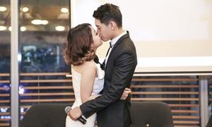 Quang Đăng hôn Thái Trinh để chứng minh không yêu giả vờ