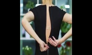 Cách đơn giản kéo khóa sau lưng váy, áo mà không cần nhờ