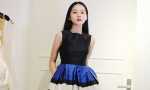 Tam Triều Dâng xinh đẹp thử trang phục dự show thời trang ở Hàn Quốc