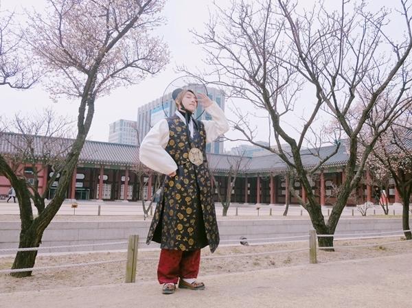son-tung-khoe-ve-dien-trai-truoc-them-fan-meeting-o-han-quoc-6