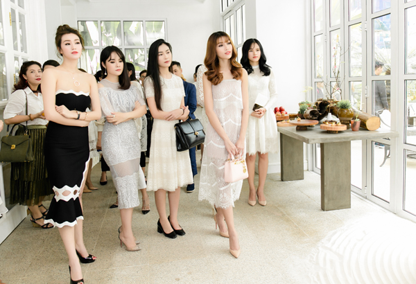 quynh-chau-doi-style-lien-tuc-trong-1-ngay-chay-show-4
