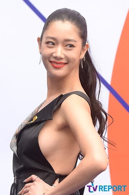 dan-sao-han-hao-hung-khoe-chan-ho-bao-o-seoul-fashion-week-12