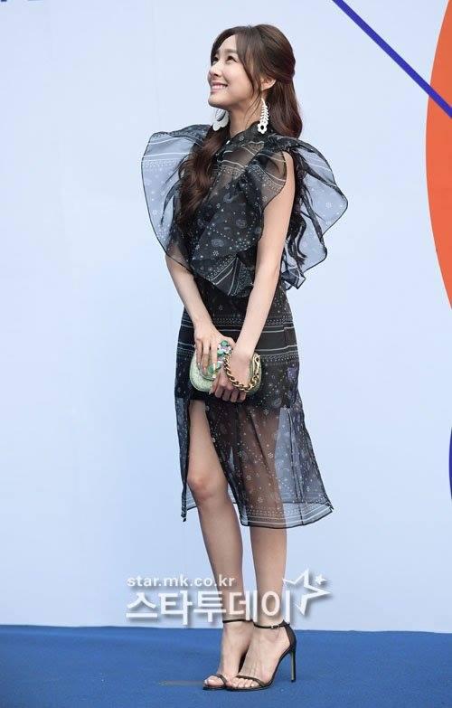 dan-sao-han-hao-hung-khoe-chan-ho-bao-o-seoul-fashion-week