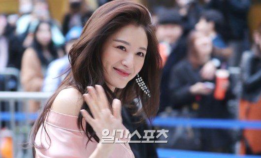 dan-sao-han-hao-hung-khoe-chan-ho-bao-o-seoul-fashion-week-5