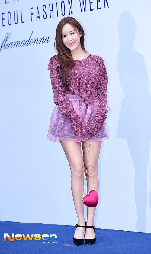 dan-sao-han-hao-hung-khoe-chan-ho-bao-o-seoul-fashion-week-6