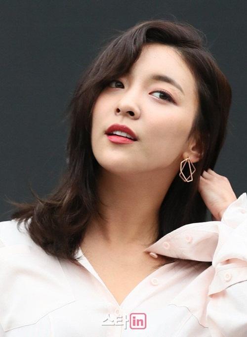 dan-sao-han-hao-hung-khoe-chan-ho-bao-o-seoul-fashion-week-8