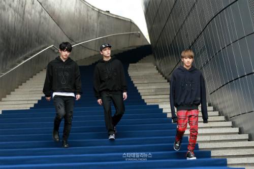 dan-sao-han-hao-hung-khoe-chan-ho-bao-o-seoul-fashion-week-9