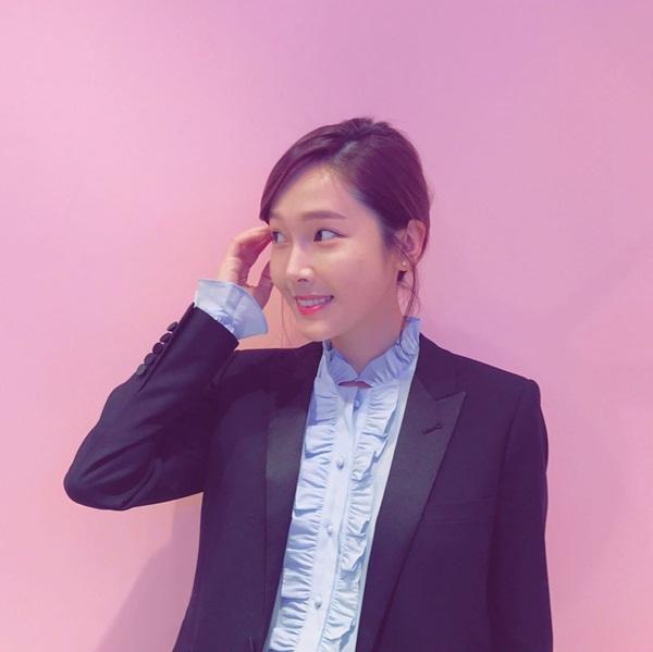 sao-han-28-3-soo-young-kem-xinh-voi-toc-moi-seol-hyun-doi-non-la-che-nang-3