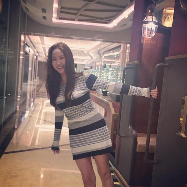 sao-han-28-3-soo-young-kem-xinh-voi-toc-moi-seol-hyun-doi-non-la-che-nang-4
