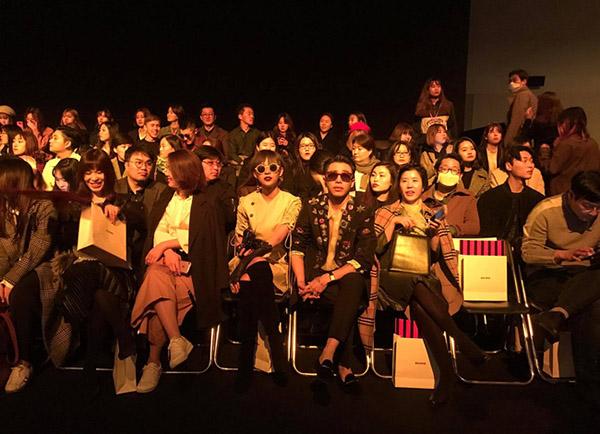 dan-sao-viet-duoc-san-don-khi-chao-san-o-seoul-fashion-week-13