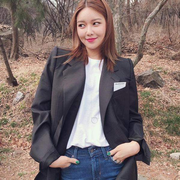 sao-han-28-3-soo-young-kem-xinh-voi-toc-moi-seol-hyun-doi-non-la-che-nang