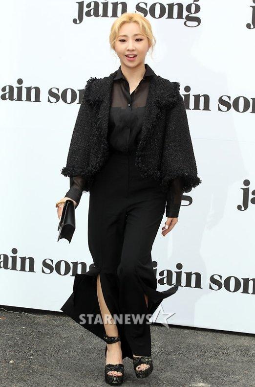 sao-han-make-up-nhu-tay-chon-do-bot-soc-o-seoul-fashion-week-8
