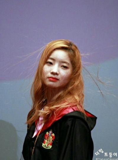 loat-idol-kpop-hai-kho-do-voi-khoanh-khac-toc-hat