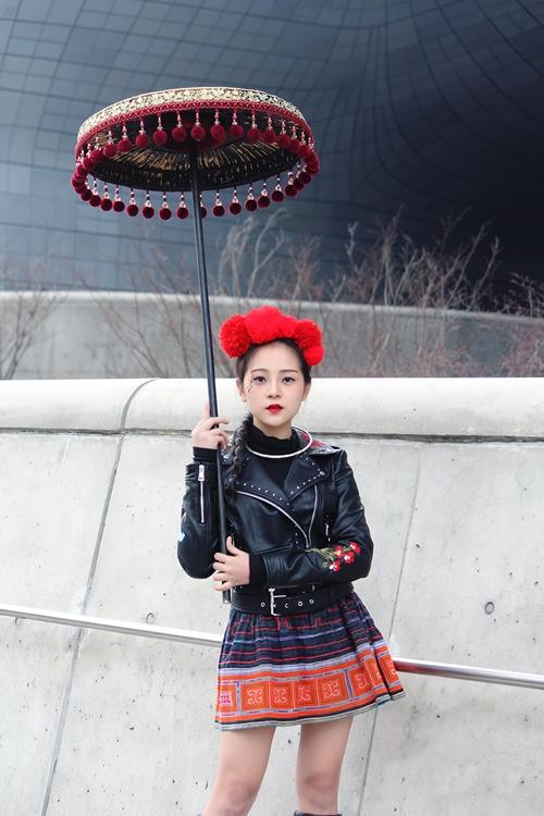 trang-phuc-tam-trieu-dang-tai-seoul-fashion-week-duoc-hoa-si-quoc-te-phac-hoa-6