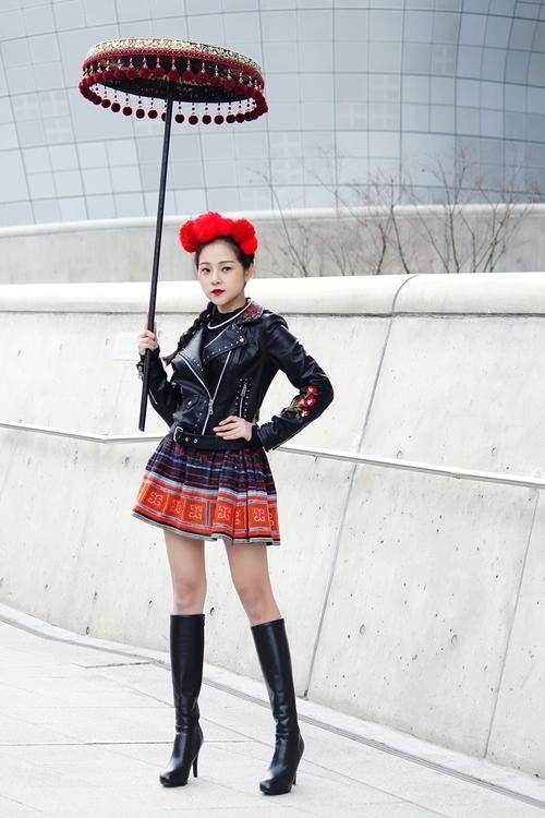 trang-phuc-tam-trieu-dang-tai-seoul-fashion-week-duoc-hoa-si-quoc-te-phac-hoa-7