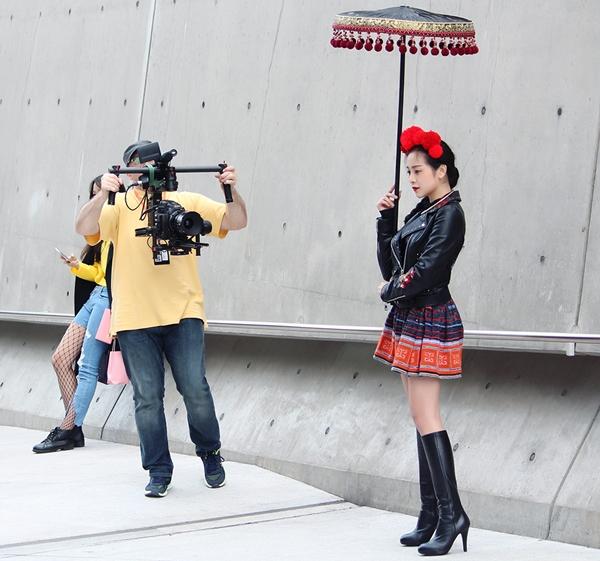 trang-phuc-tam-trieu-dang-tai-seoul-fashion-week-duoc-hoa-si-quoc-te-phac-hoa-8