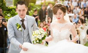 Tú Linh bật khóc cảm ơn bố mẹ trong đám cưới