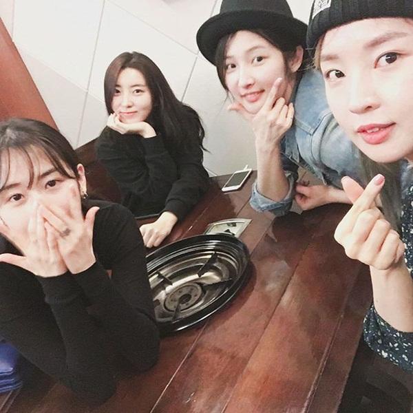 sao-han-5-4-seol-hyun-bi-soi-dang-ngoi-yeri-than-thiet-ben-seul-gi-3