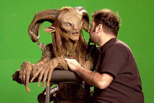 Những sinh vật kỳ quái trong phim của Guillermo del Toro thường được hóa trang lên người diễn viên, không sử dụng kỹ xảo để tạo hình.