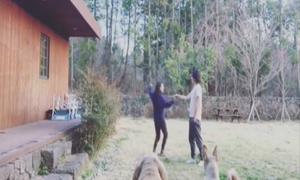 Vợ chồng Lee Hyo Ri hạnh phúc nhảy múa bên hiên nhà