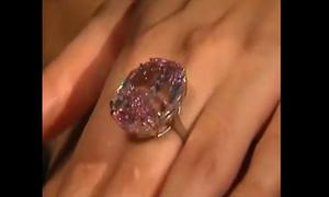 Viên kim cương hồng đắt nhất thế giới giá 1,6 nghìn tỷ