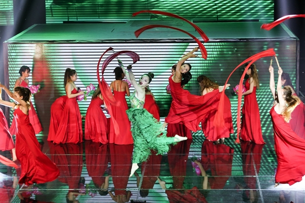 st-vuon-len-dan-dau-the-remix-huong-giang-ngam-ngui-roi-cuoc-choi-8