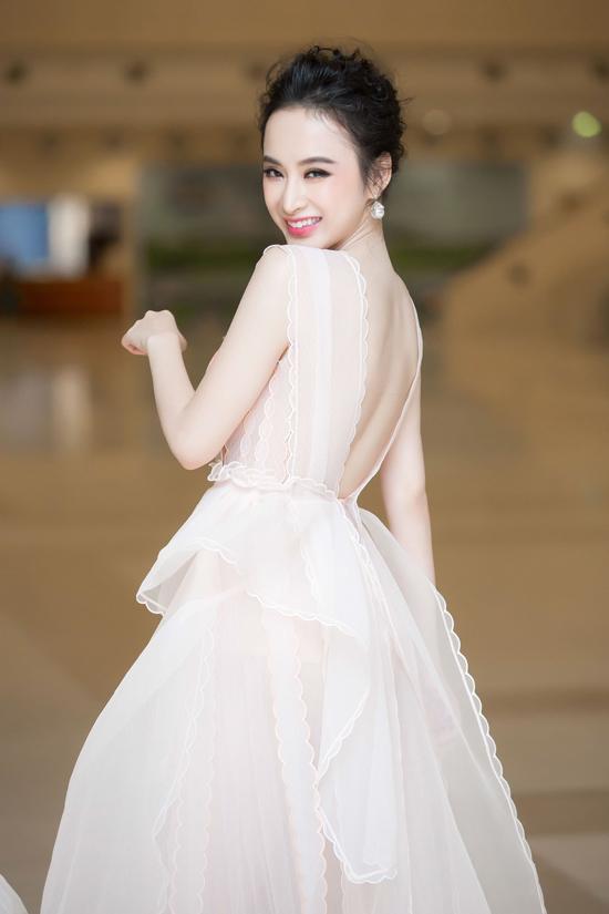 angela-phuong-trinh-khoe-da-trang-non-nhu-bach-tuyet-2