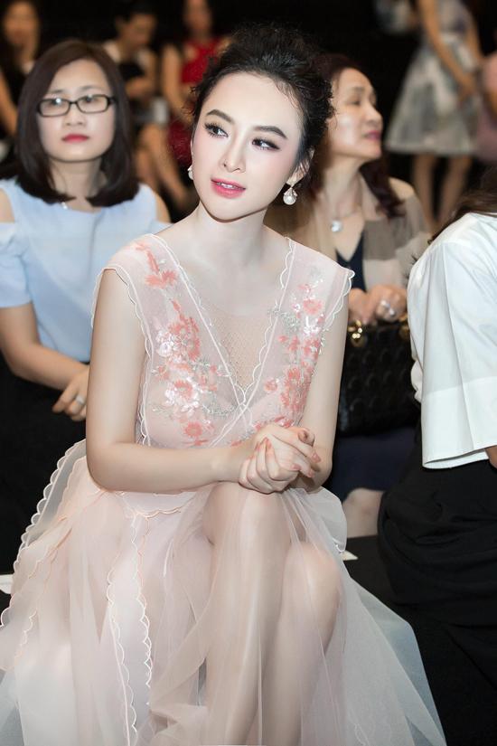 angela-phuong-trinh-khoe-da-trang-non-nhu-bach-tuyet-7