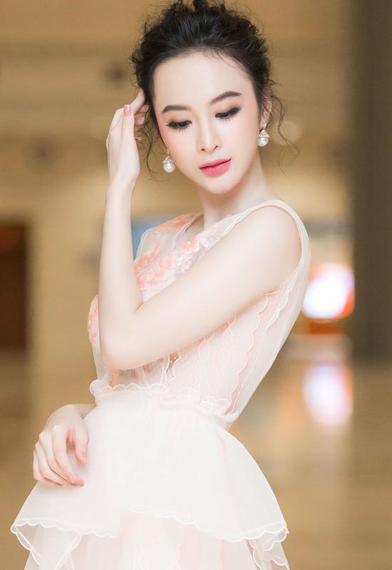 angela-phuong-trinh-khoe-da-trang-non-nhu-bach-tuyet-4
