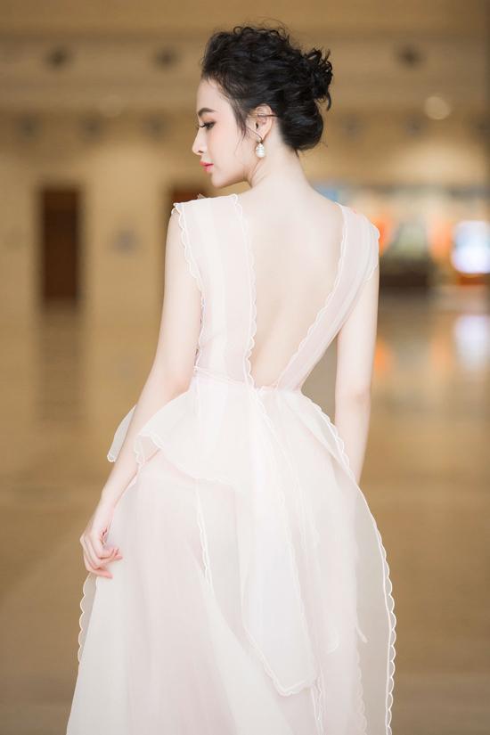 angela-phuong-trinh-khoe-da-trang-non-nhu-bach-tuyet-1