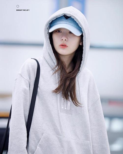loat-idol-nu-hoa-than-thanh-mau-ban-trai-ly-tuong-khi-mac-hoodie