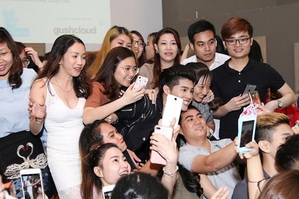 noo-phuoc-thinh-bi-fan-nu-singapore-gianh-giat-trong-buoi-offline-7