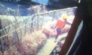 Cảnh sát tìm dấu vân tay hung thủ trên cặp của Nhật Linh