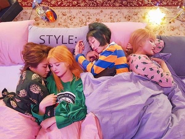 sao-han-10-4-hyo-min-khoe-dang-trong-anh-hau-truong-jennie-ji-soo-do-kute-3