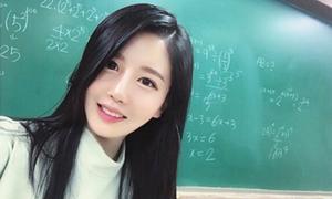 Cô giáo Hàn bị nhầm là người mẫu vì mặt xinh, dáng chuẩn