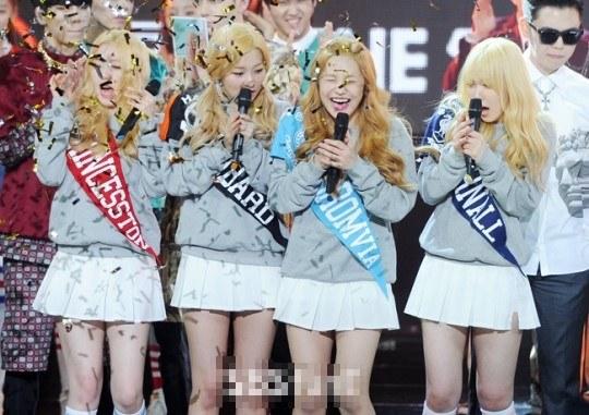 idol-kpop-khi-dep-ngn-ngo-khi-mat-sach-hinh-tuong-vi-phao-giay-10