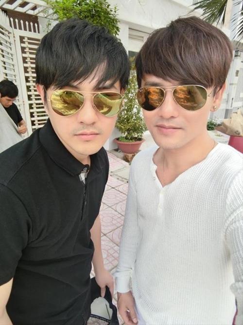 cap-nam-nam-vbiz-co-tuong-anh-em-du-khong-chung-huyet-thong-3
