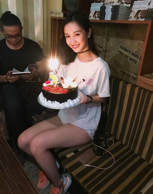 sao-viet-16-4-ho-ngoc-ha-lo-chan-ngan-huong-giang-meo-mat-vi-chay-show-3