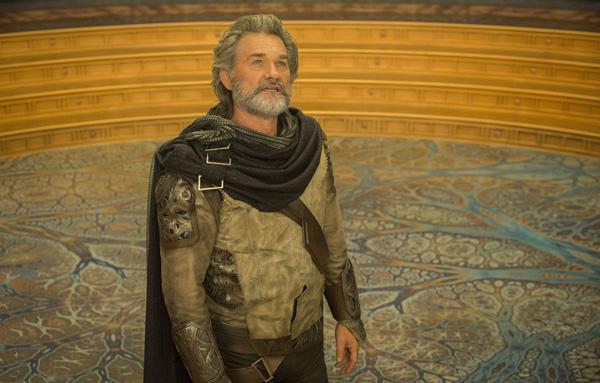 Cha của Star-Lord, Ego (Kurt Rusell), xuất hiện và hé lộ nhiều tình tiết bất ngờ về quá khứ của Star - Lord