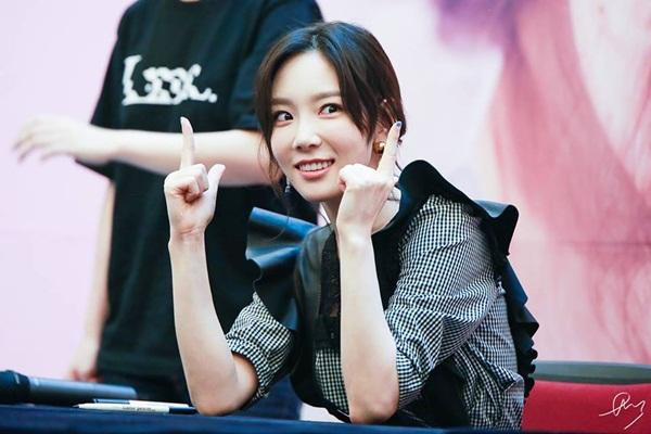tae-yeon-bat-cuoi-nam-tay-fan-nam-dang-run-ry-vi-hoi-hop-2