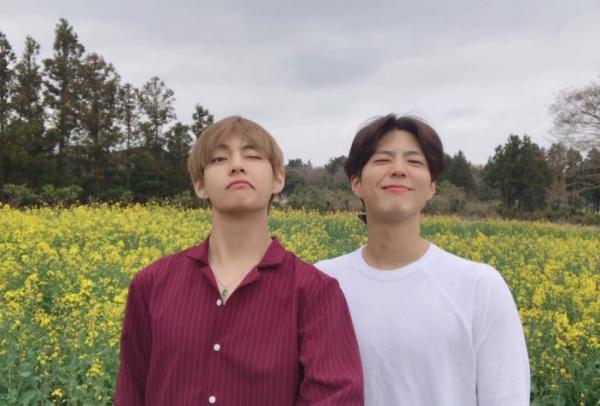v-bts-bo-chay-khi-bi-fan-cuong-ruot-duoi-o-san-bay-2