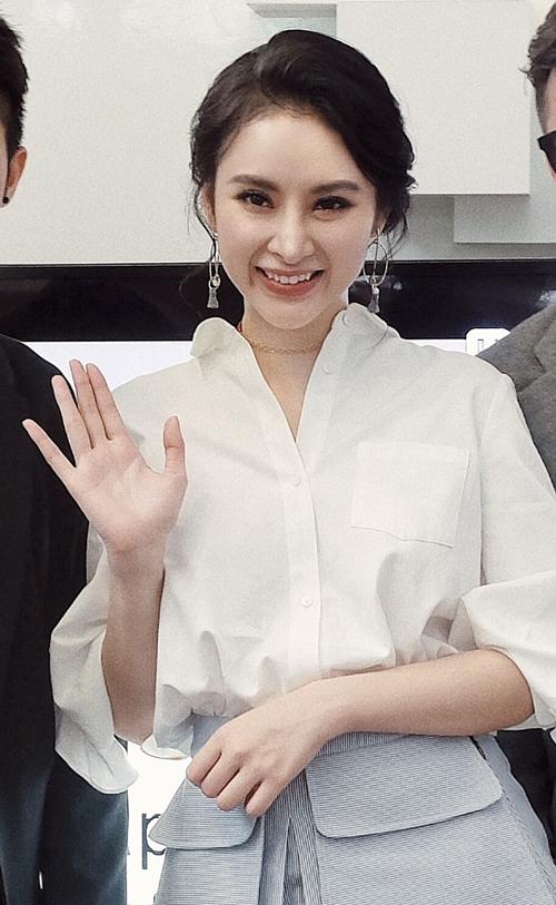 angela-phuong-trinh-sang-han-de-gap-dao-dien-cua-she-was-pretty-3