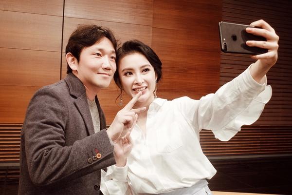 angela-phuong-trinh-sang-han-de-gap-dao-dien-cua-she-was-pretty-4